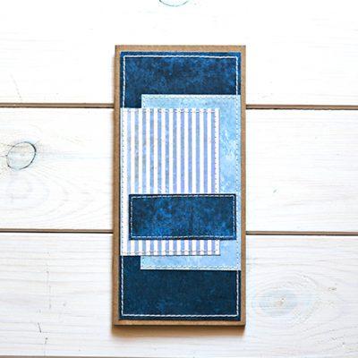 Granatowy Travel Journal z niebieskimi paskami