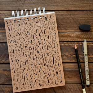 notes do kaligrafii okładka z literami